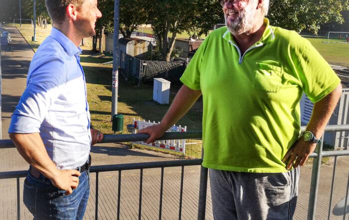 Simon Bujanowski und Lutz Kornwebel im Gespräch beim RSV Urbach