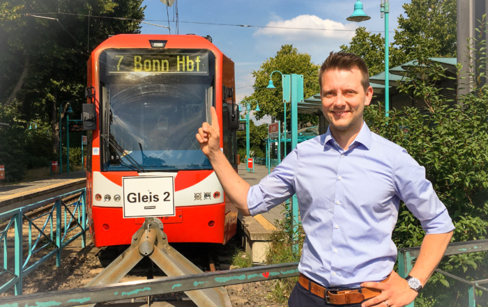 Simon Bujanowski und Stadtbahn-Linie 7, Endhaltestelle Zündorf, Ziel Bonn