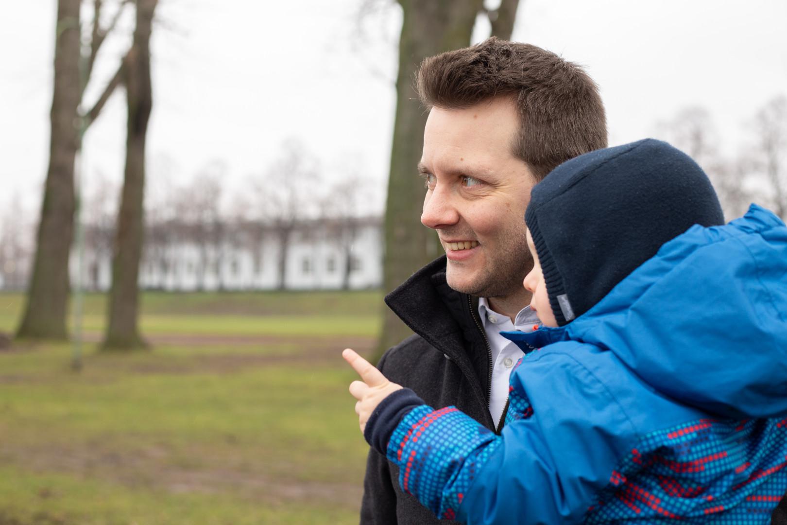 Simon Bujanowski mit Kind